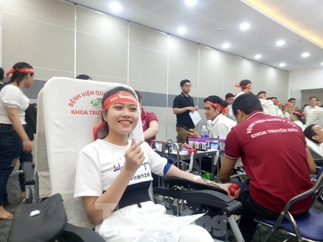 Nụ cười 'tỏa nắng' của các bạn trẻ tại ngày hội hiến máu Chủ nhật đỏ - ảnh 2