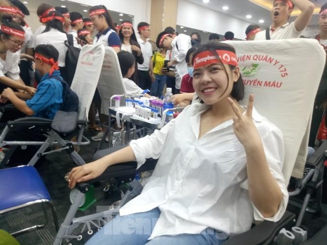 Nụ cười 'tỏa nắng' của các bạn trẻ tại ngày hội hiến máu Chủ nhật đỏ - ảnh 3