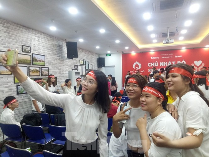 Nụ cười 'tỏa nắng' của các bạn trẻ tại ngày hội hiến máu Chủ nhật đỏ - ảnh 6