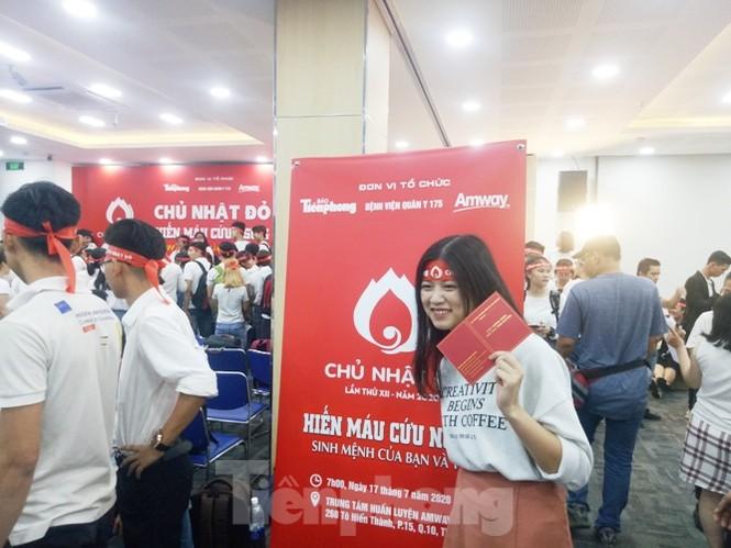 Nụ cười 'tỏa nắng' của các bạn trẻ tại ngày hội hiến máu Chủ nhật đỏ - ảnh 5