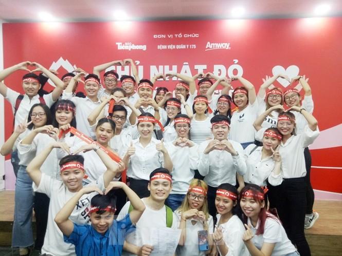 Nụ cười 'tỏa nắng' của các bạn trẻ tại ngày hội hiến máu Chủ nhật đỏ - ảnh 8