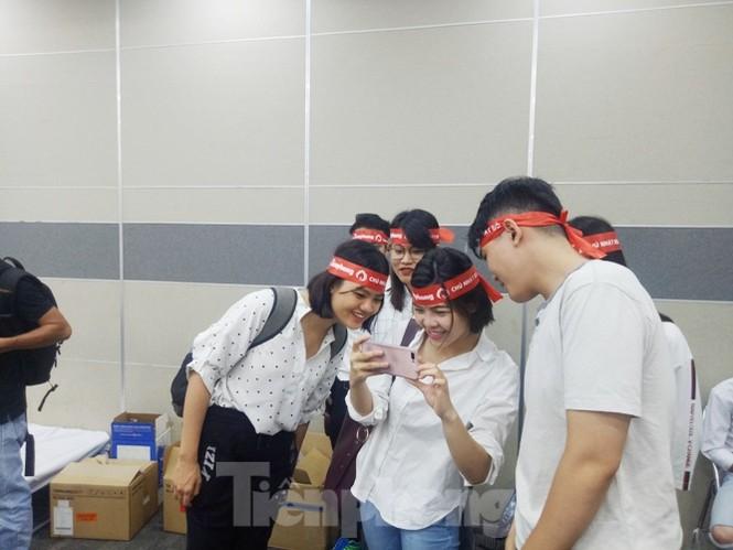 Nụ cười 'tỏa nắng' của các bạn trẻ tại ngày hội hiến máu Chủ nhật đỏ - ảnh 7