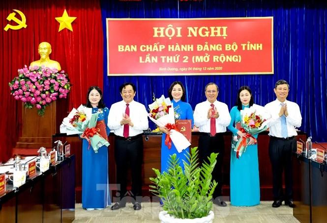 Bình Dương: Chuẩn y các chức danh, nguyên Chủ tịch tỉnh chính thức nghỉ hưu - ảnh 1