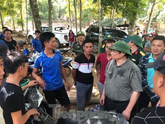 Trưởng ban Tổ chức Trung ương thăm hỏi, chỉ đạo khắc phục hậu quả mưa lũ - ảnh 3