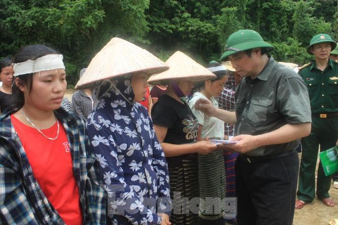 Trưởng ban Tổ chức Trung ương thăm hỏi, chỉ đạo khắc phục hậu quả mưa lũ - ảnh 4