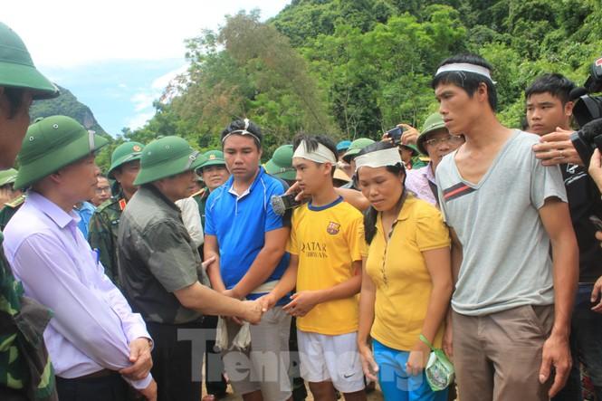 Trưởng ban Tổ chức Trung ương thăm hỏi, chỉ đạo khắc phục hậu quả mưa lũ - ảnh 2