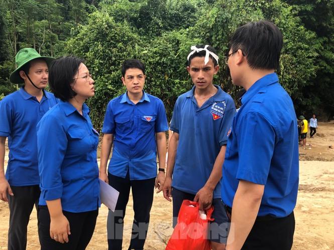 Trưởng ban Tổ chức Trung ương thăm hỏi, chỉ đạo khắc phục hậu quả mưa lũ - ảnh 10