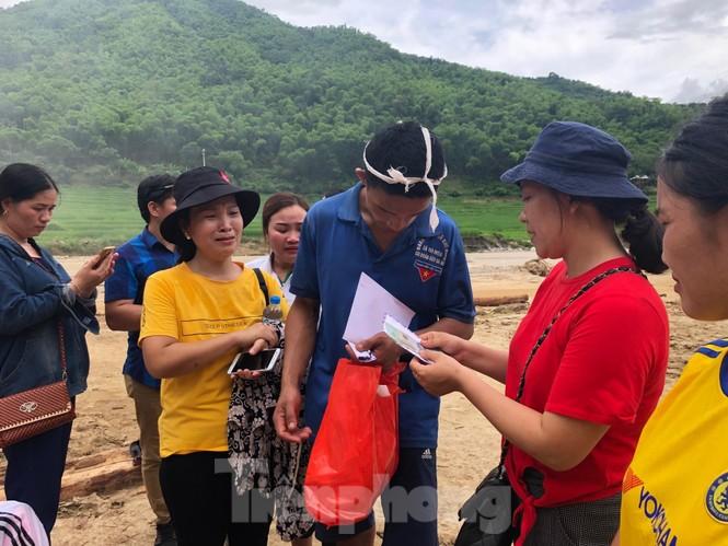 Trưởng ban Tổ chức Trung ương thăm hỏi, chỉ đạo khắc phục hậu quả mưa lũ - ảnh 8