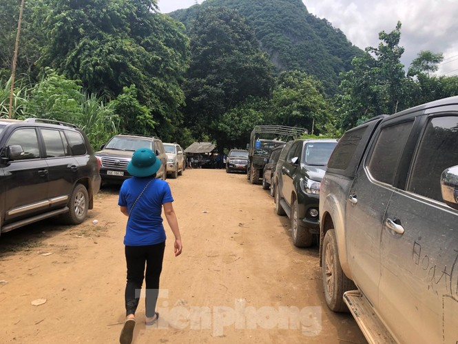 Trưởng ban Tổ chức Trung ương thăm hỏi, chỉ đạo khắc phục hậu quả mưa lũ - ảnh 6