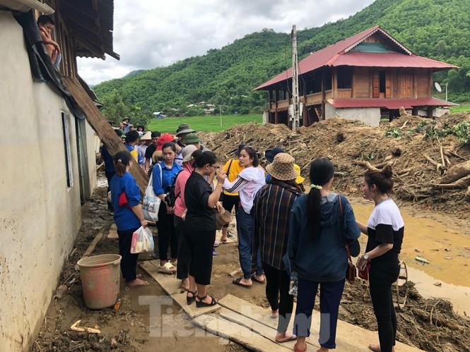 Trưởng ban Tổ chức Trung ương thăm hỏi, chỉ đạo khắc phục hậu quả mưa lũ - ảnh 9