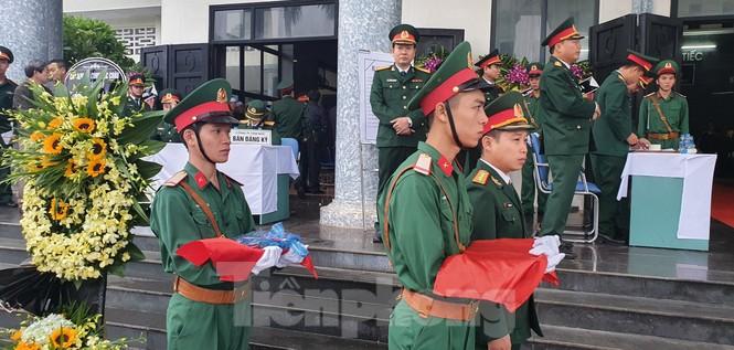 Người thân, đồng đội nghẹn ngào tiễn biệt Đại tá Hoàng Mai Vui hi sinh ở Rào Trăng 3 - ảnh 3