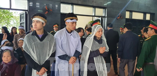 Người thân, đồng đội nghẹn ngào tiễn biệt Đại tá Hoàng Mai Vui hi sinh ở Rào Trăng 3 - ảnh 5