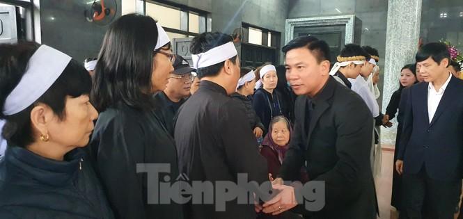 Người thân, đồng đội nghẹn ngào tiễn biệt Đại tá Hoàng Mai Vui hi sinh ở Rào Trăng 3 - ảnh 7