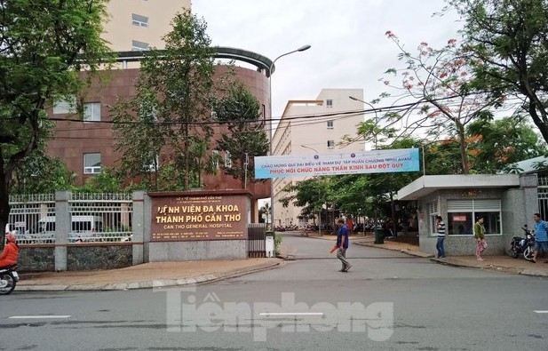Nữ sinh trường y tố bị bảo vệ bệnh viện đánh khi đi thang máy - ảnh 1