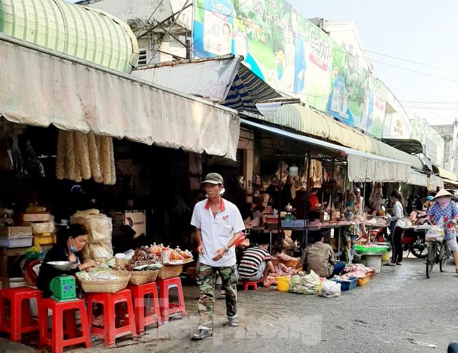 Đường phố miền Tây vắng vẻ trong ngày đầu cách ly toàn xã hội - ảnh 8