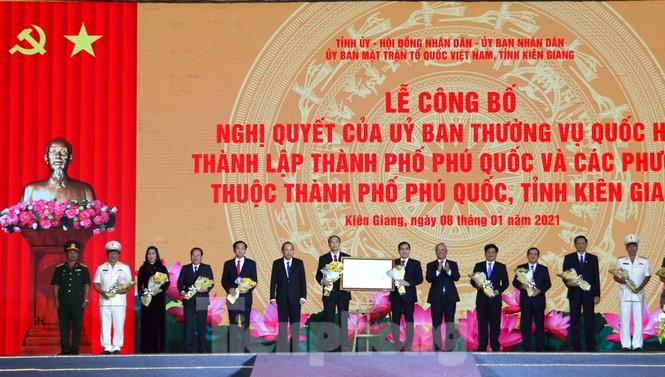 Rực rỡ pháo hoa chào mừng thành lập thành phố Phú Quốc - ảnh 7