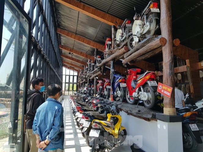 Mê mẩn với bộ sưu tập 500 chiếc xe máy biển số 'khủng'  - ảnh 1