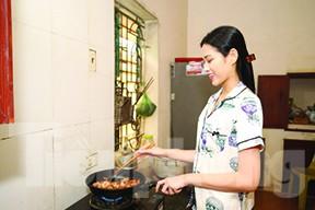 Tết năm nay của gia đình Hoa hậu Đỗ Thị Hà - ảnh 2