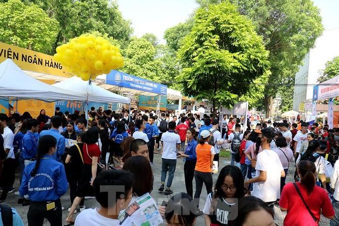 Hàng nghìn tân sinh viên muốn gì tại ngày hội tư vấn tuyển sinh - ảnh 12