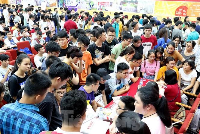 Hàng nghìn tân sinh viên muốn gì tại ngày hội tư vấn tuyển sinh - ảnh 15