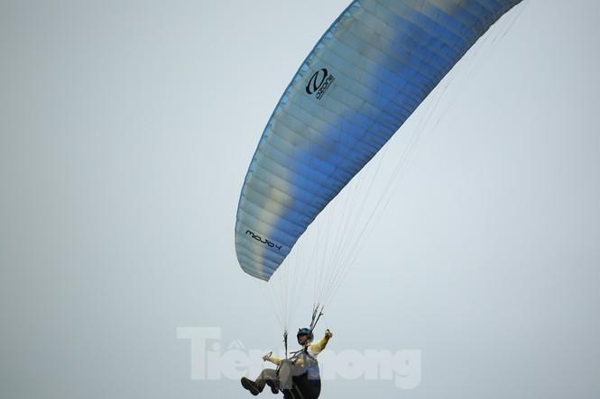 Những cánh dù bay trên biển mây Hồng Thái, Tuyên Quang - ảnh 10