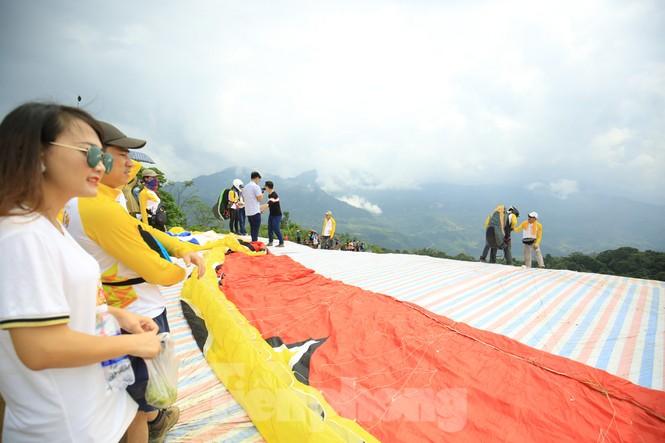 Những cánh dù bay trên biển mây Hồng Thái, Tuyên Quang - ảnh 2