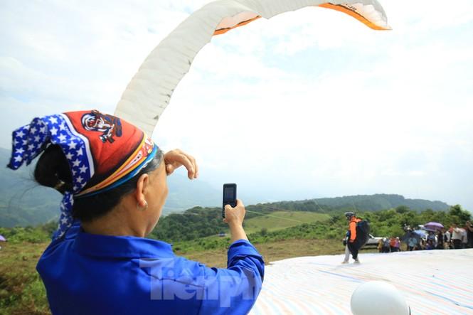 Những cánh dù bay trên biển mây Hồng Thái, Tuyên Quang - ảnh 4