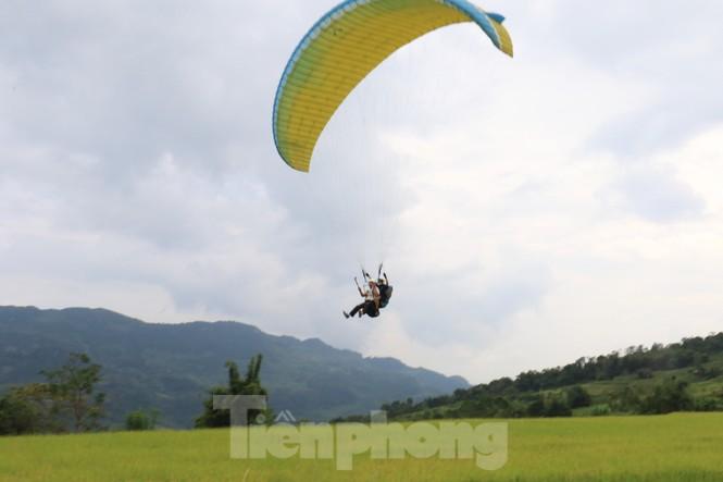 Những cánh dù bay trên biển mây Hồng Thái, Tuyên Quang - ảnh 14