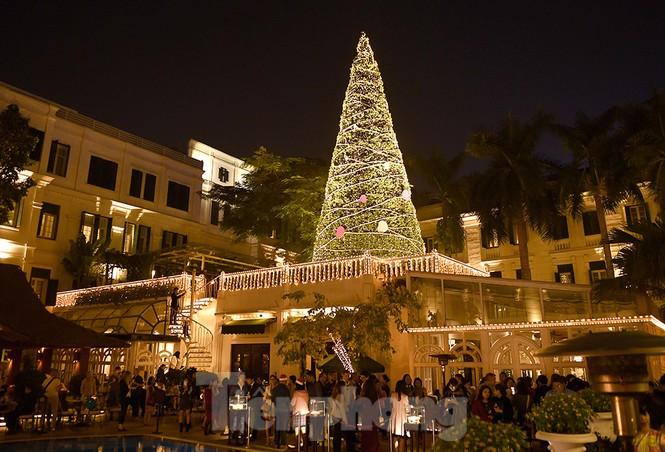 Trung tâm thương mại, siêu thị Hà Nội trang hoàng đón mùa Giáng sinh - ảnh 12