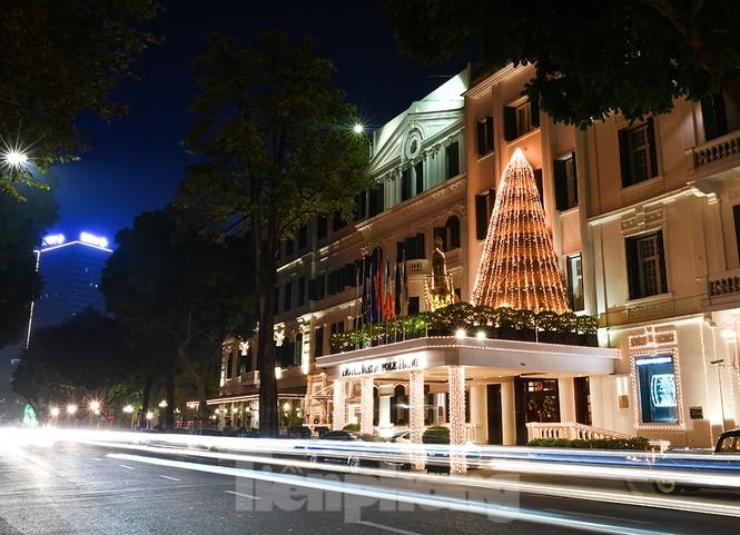 Trung tâm thương mại, siêu thị Hà Nội trang hoàng đón mùa Giáng sinh - ảnh 14