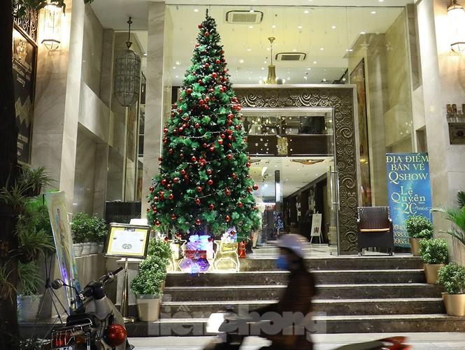 Trung tâm thương mại, siêu thị Hà Nội trang hoàng đón mùa Giáng sinh - ảnh 4