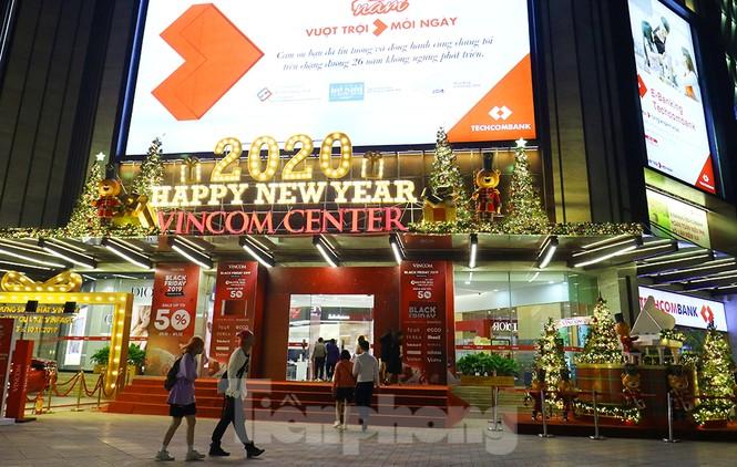 Trung tâm thương mại, siêu thị Hà Nội trang hoàng đón mùa Giáng sinh - ảnh 6