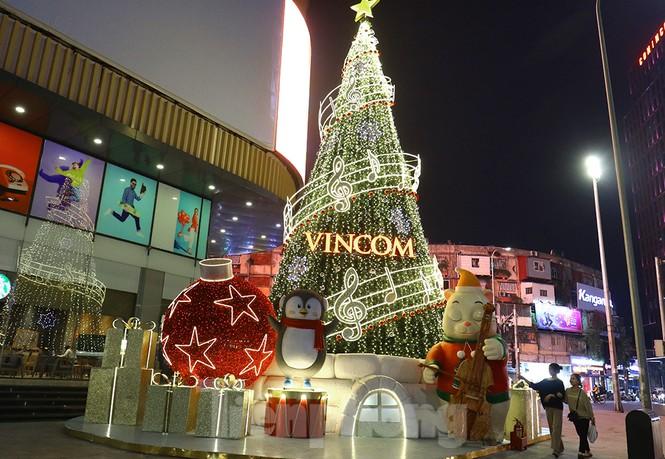 Trung tâm thương mại, siêu thị Hà Nội trang hoàng đón mùa Giáng sinh - ảnh 7