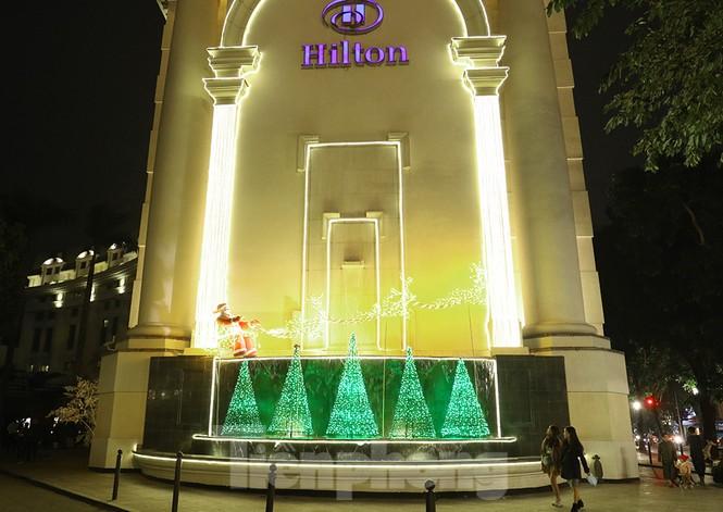 Trung tâm thương mại, siêu thị Hà Nội trang hoàng đón mùa Giáng sinh - ảnh 8