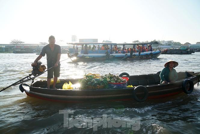 Chợ nổi Cái Răng-Cần Thơ tấp nập khách du lịch ngày đầu năm - ảnh 12
