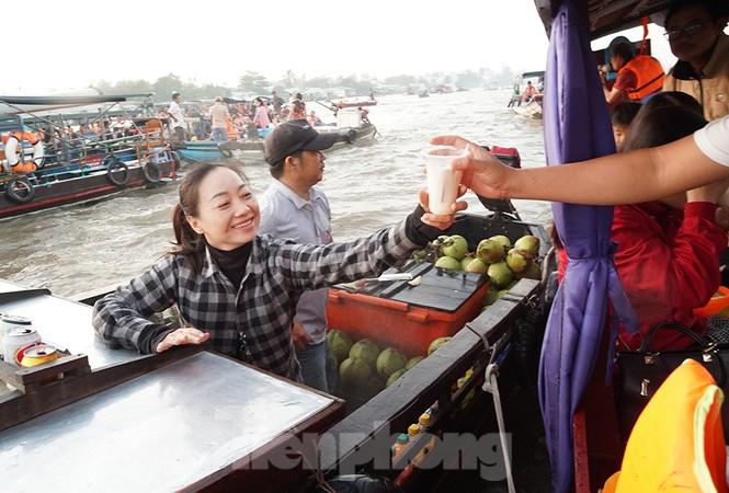Chợ nổi Cái Răng-Cần Thơ tấp nập khách du lịch ngày đầu năm - ảnh 14