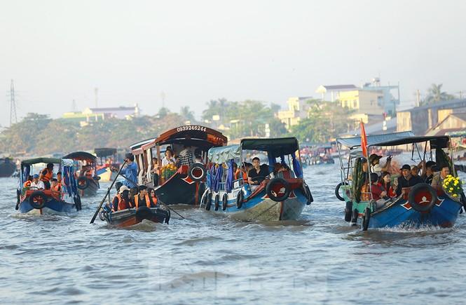 Chợ nổi Cái Răng-Cần Thơ tấp nập khách du lịch ngày đầu năm - ảnh 3