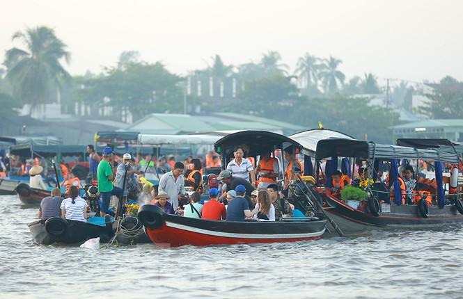 Chợ nổi Cái Răng-Cần Thơ tấp nập khách du lịch ngày đầu năm - ảnh 6