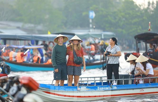 Chợ nổi Cái Răng-Cần Thơ tấp nập khách du lịch ngày đầu năm - ảnh 8