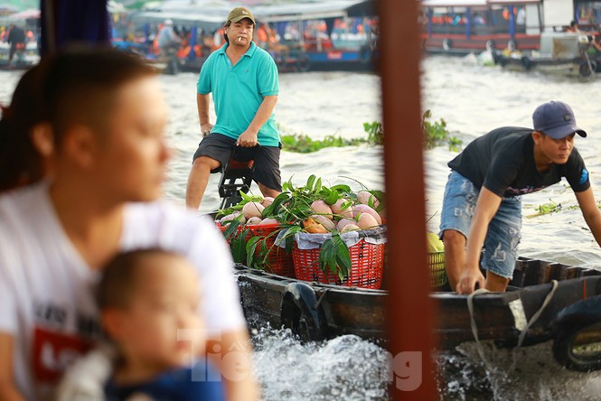 Chợ nổi Cái Răng-Cần Thơ tấp nập khách du lịch ngày đầu năm - ảnh 9