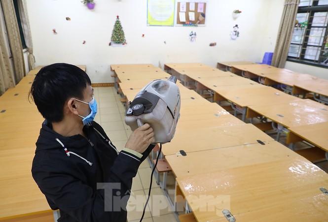 Cận cảnh các trường Hà Nội vệ sinh khử khuẩn phòng dịch virus corona - ảnh 9