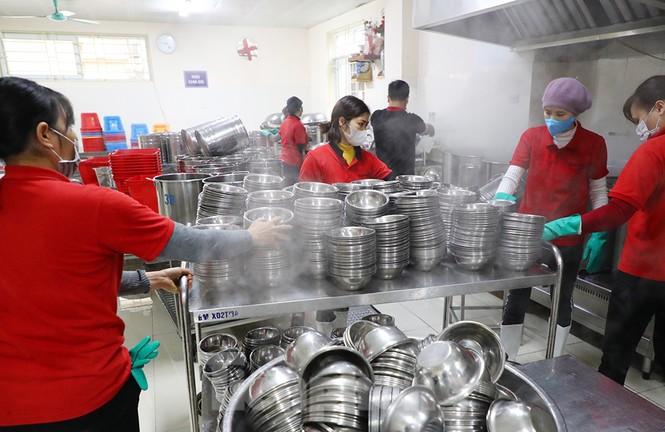 Cận cảnh các trường Hà Nội vệ sinh khử khuẩn phòng dịch virus corona - ảnh 10