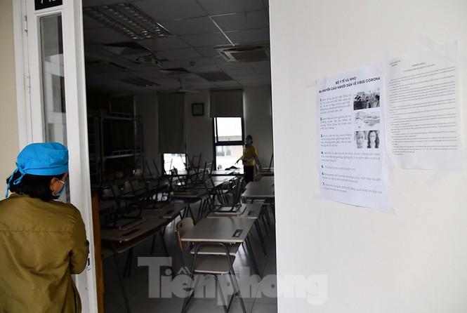 Cận cảnh các trường Hà Nội vệ sinh khử khuẩn phòng dịch virus corona - ảnh 11