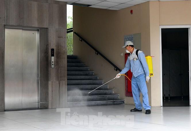 Cận cảnh các trường Hà Nội vệ sinh khử khuẩn phòng dịch virus corona - ảnh 12