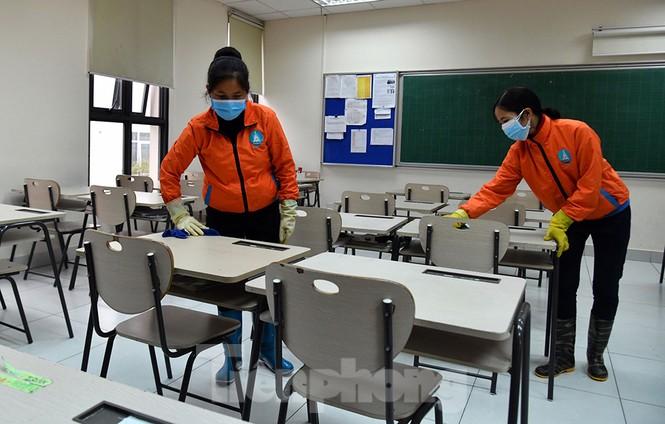 Cận cảnh các trường Hà Nội vệ sinh khử khuẩn phòng dịch virus corona - ảnh 13