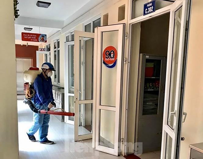 Cận cảnh các trường Hà Nội vệ sinh khử khuẩn phòng dịch virus corona - ảnh 15