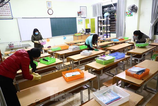 Cận cảnh các trường Hà Nội vệ sinh khử khuẩn phòng dịch virus corona - ảnh 3