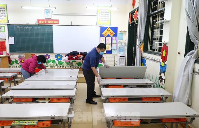Cận cảnh các trường Hà Nội vệ sinh khử khuẩn phòng dịch virus corona - ảnh 4