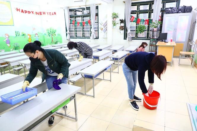 Cận cảnh các trường Hà Nội vệ sinh khử khuẩn phòng dịch virus corona - ảnh 6