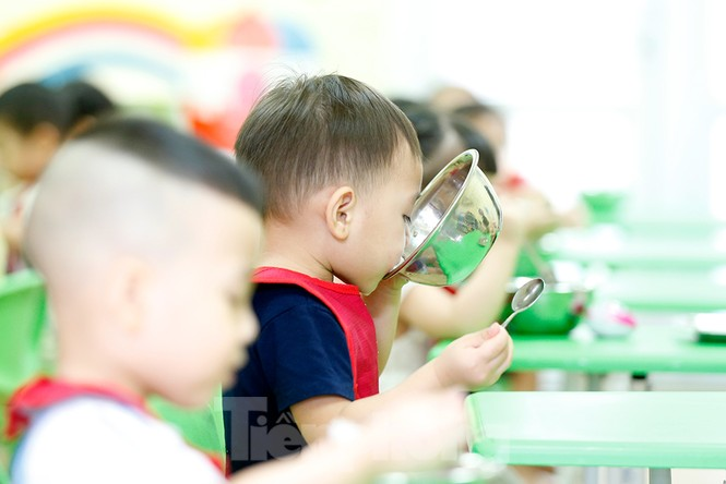 Bữa ăn bán trú đầu tiên của học sinh sau thời gian dài nghỉ học có gì đặc biệt? - ảnh 15